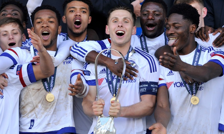18 APRIL 2016:  Players of Chelsea FC celebrate their victory with the Lennart Johansson trophy