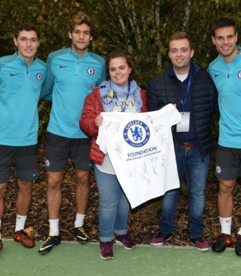 2.Larisa met the player David Luiz and attended the Champions League match between Chelsea FC and AS Roma on 18 October.