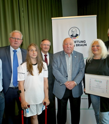 2018 UEFA Foundation for Children Award for <b>Ampu Kids</b> in Germany