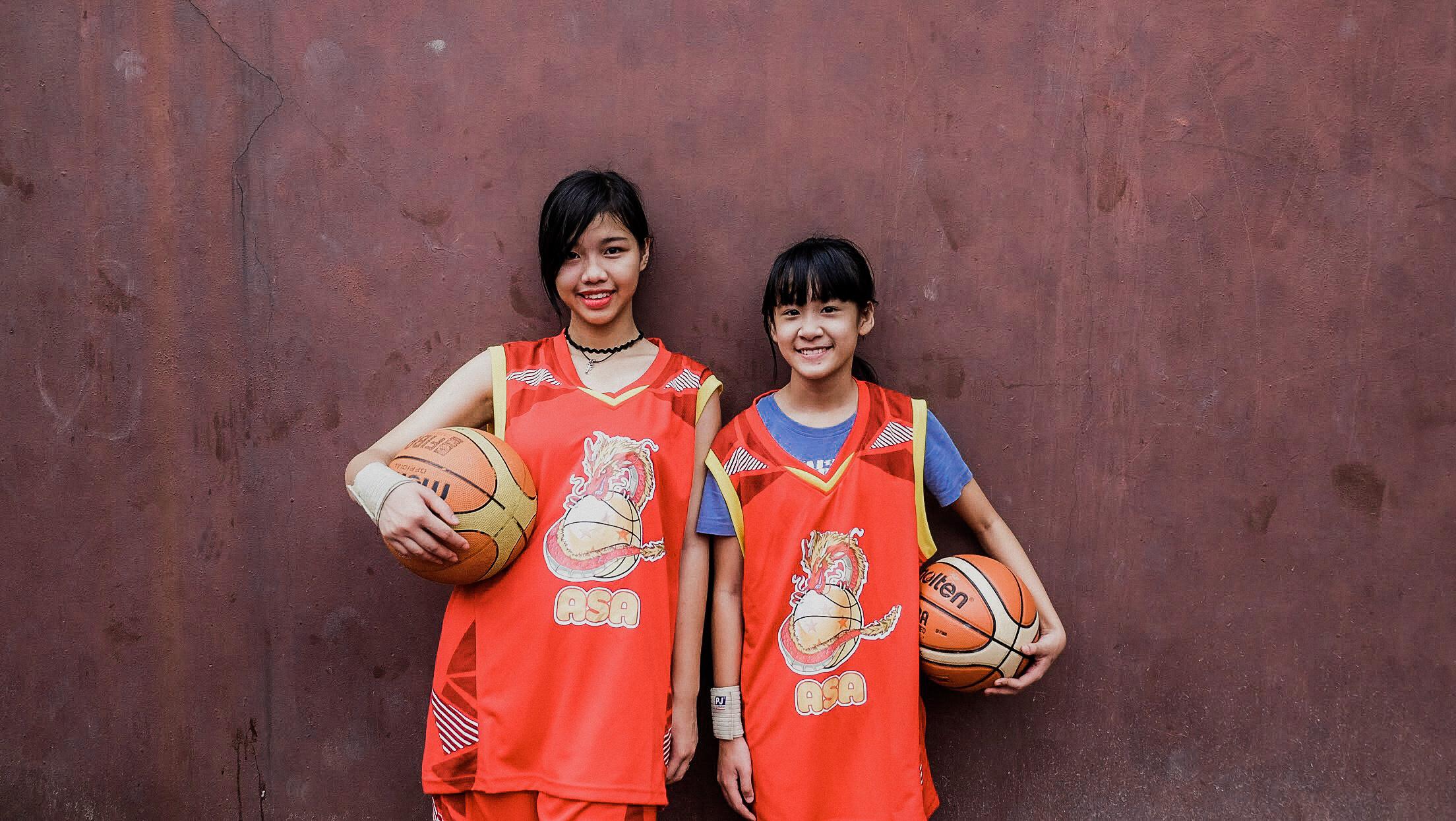 Blue Dragon-Children playing basketball (2)